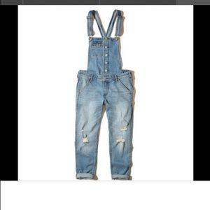 HOLLISTER boyfriend overalls L crop distressed